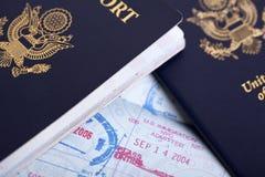 Amerikanische Pässe u. Immigrations-Stempel-Hintergrund Lizenzfreies Stockbild