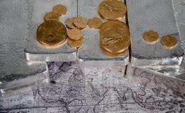Amerikanische Silberbarren des Goldeagles u. auf Weltkarte Lizenzfreie Stockbilder