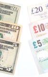 Amerikanische und britische Währung Stockfotos