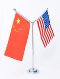 Amerikanische und chinesische Tabellenmarkierungsfahne Lizenzfreies Stockfoto