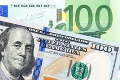 Amerikanische und europäische Währungspapierrechnung Lizenzfreie Stockfotos