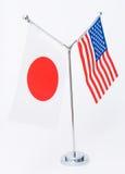 Amerikanische und japanische Tabellenmarkierungsfahne Stockfotografie