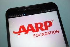 Amerikanische Vereinigung AARP des Retired Personen-Grundlagenlogos auf Smartphone lizenzfreies stockbild