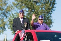 Amerikanische Veterane auf dem LKW Stockbilder