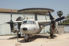 Amerikanische weit reichende Radarentdeckungs-Plattformflugzeuge Grumman E-2 Hawkeye Stockfotos