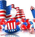 Amerikanischer Hintergrund mit Ballonen, Partei-Hüten, Feuerwerk Rocket, Flagge und Konfettis Lizenzfreie Stockfotos
