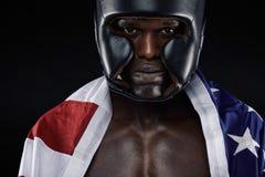 Amerikanischer männlicher Boxer mit USA-Flagge Stockfoto