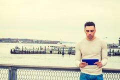 Amerikanischer Mann, der in New York reist, stockfotos