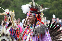 Amerikanischer Ureinwohner am Kriegsgefangen wow lizenzfreie stockfotografie