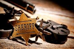 Amerikanischer Westlegenden-Sheriff Badge Star und Werkzeuge lizenzfreie stockfotos