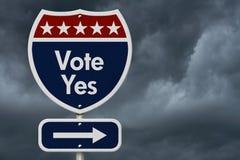 Amerikanisches Abstimmungs-ja Landstraßen-Verkehrsschild Lizenzfreies Stockfoto