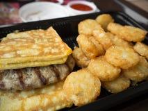 Amerikanisches Frühstück der ungesunden Fertigkost ungesund Lizenzfreies Stockbild