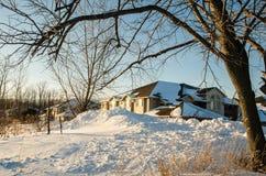Amerikanisches Haus im Winter Lizenzfreies Stockfoto