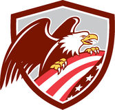 Amerikanisches kahles Flaggen-Schild Eagle Clutchings USA Retro- Stockbild