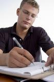 Amerikanisches Mannschreiben auf Notizblock Lizenzfreies Stockbild