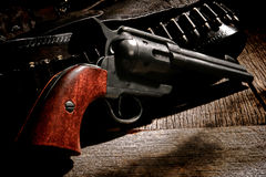 Amerikanisches Westrevolver-Gewehr und Westkugel Bell lizenzfreie stockfotos