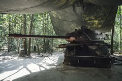 Amerikansk behållare som förstörs av Viet Congs i CuChi, Vietnam arkivfoto