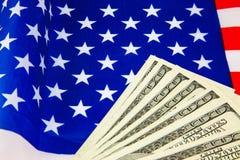 Amerikansk dollar och flagga Royaltyfri Fotografi