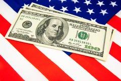 Amerikansk dollar och flagga Arkivbild