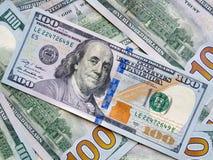 Amerikansk dollarsedel för Closeup sedeldollar hundra en royaltyfri bild
