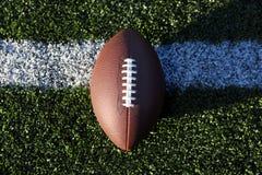 Amerikansk fotboll på gräs, närbild Arkivbilder