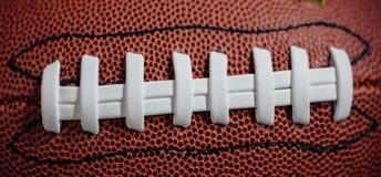 Amerikansk fotboll snör åt och textur Arkivfoton