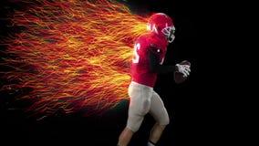 Amerikansk fotbollsspelarespring med bollen i händer, cg arkivfilmer