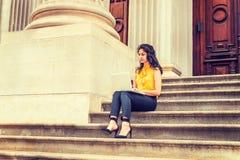 Amerikansk högskolestudent för östlig indier som studerar i New York arkivfoton
