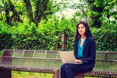 Amerikansk högskolestudent för östlig indier som studerar i New York royaltyfria bilder