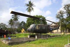 Amerikansk helikopterKlocka UH-1 Iroquois som kan användas till mycket på museet av staden av tonen vietnam Arkivfoton
