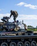 Amerikansk ljus Chaffee Tank och besättning royaltyfria foton