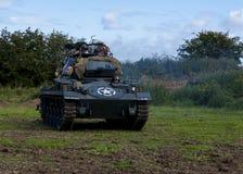 Amerikansk ljus Chaffee Tank och besättning royaltyfri foto