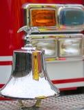 Amerikansk motor för brand för brandlastbil med glimma örnsymbol royaltyfri fotografi
