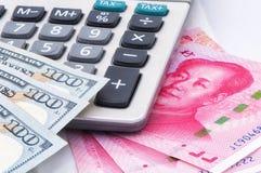 Amerikansk och kinesisk valuta Royaltyfri Fotografi