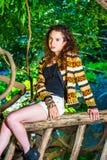 Amerikansk resande för tonårs- flicka som kopplar av på Central Park, nytt Y Royaltyfri Foto