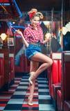amerikansk stil för studio för flickastiftfor upp Royaltyfri Fotografi