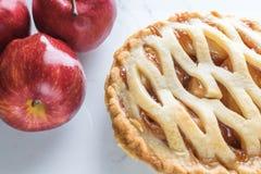 Amerikansk traditionell äppelpajbakgrund arkivfoto