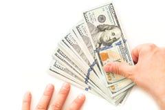 Amerikansk valuta, hundra dollarsedlar på en vit bakgrund Arkivfoto
