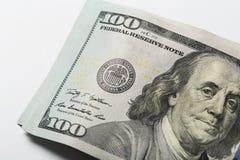 amerikanska dollar En bunt av hundra dollarr?kningar close upp royaltyfri foto
