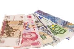 Amerikanska dollar, europeiskt euro, schweizisk franc, kinesisk yuan och Rus royaltyfri foto