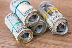 Amerikanska dollar i rullar Arkivbild