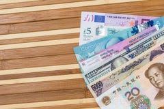 Amerikanska dollar kinesisk yuan för europeisk euroschweizisk franc och Japan yen royaltyfria foton
