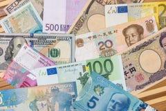Amerikanska dollar, kinesisk yuan för europeisk euroschweizisk franc och Japan yen royaltyfri fotografi