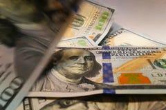 amerikanska dollar Pengarsedlar Räkning av pengardollarräkningar Fotografering för Bildbyråer