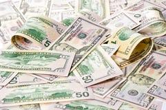 amerikanska dollar 5000 roubles för modell för bakgrundsbillspengar Investering Arkivfoto