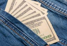 Amerikanska dollarräkningar i fick- bakgrund för jeans Fotografering för Bildbyråer