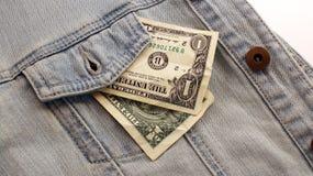 Amerikanska dollarräkningar i fick- bakgrund för jeans Dollar i a Royaltyfria Bilder