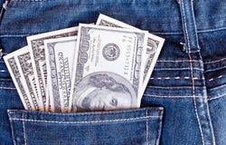 Amerikanska dollarräkningar i jeansfack Arkivfoton