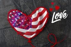 Amerikanska flaggan är som en hjärta formad ballong, på dagen av amerikanska flaggan eller Juli 4th Arkivfoton