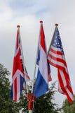 Amerikanska flaggan, engelsk flagga och flagga av Nederländerna royaltyfri bild